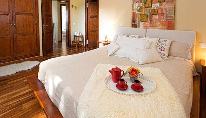 Consejos para decorar la cama de tu dormitorio castelog for Consejos para decorar
